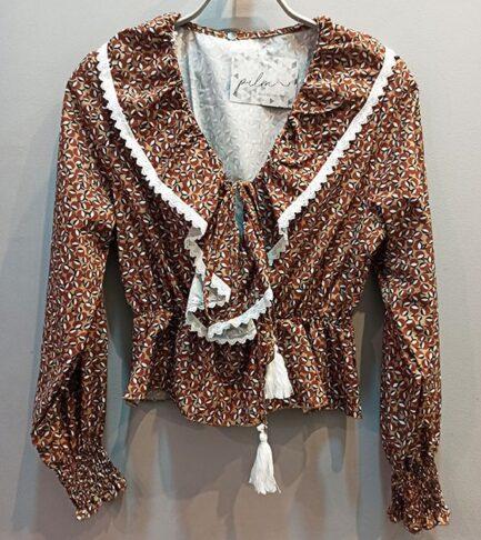blusa camel flores volante en la parte delantera detalle crochet en volante manga larga puño fruncido