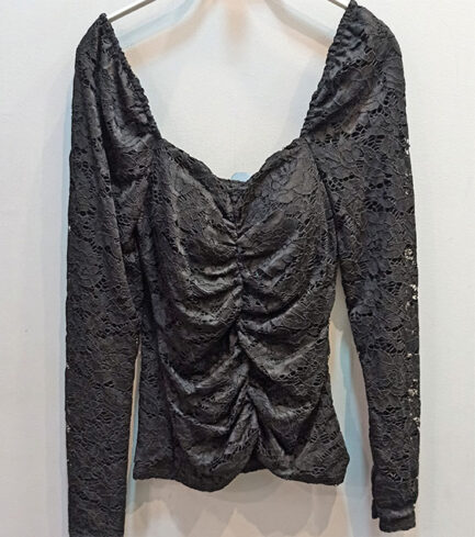 Top negro encaje escote cuadrado manga larga cuerpo drapeado lleva forro