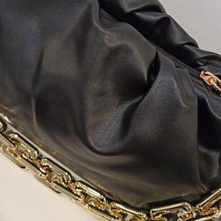 bolso negro asa cadena dorada low cost influencer