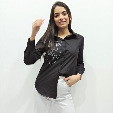 camisa negra mujer algodon dibujo rostro lineal blanco