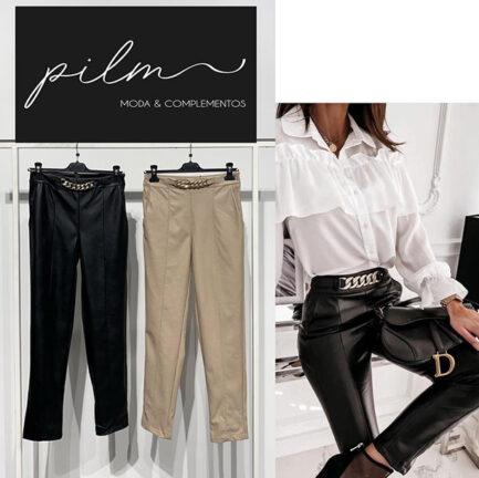 pantalón beige efecto piel con cadena dorada cintura tiro alto