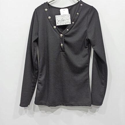 camiseta canale negra mujer cuello pico con detalles botones plata