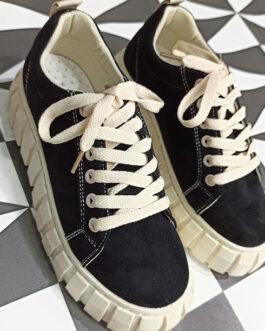 Sneaker negra plataforma beige