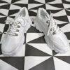 sneaker deportiva mujer blanca suela goma track con cordones y combina diferentes materiales
