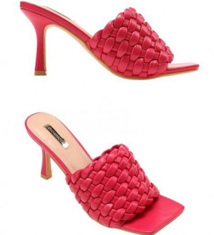 zapato sandalia fucsia estilo mule tacón medio y pala trenzada
