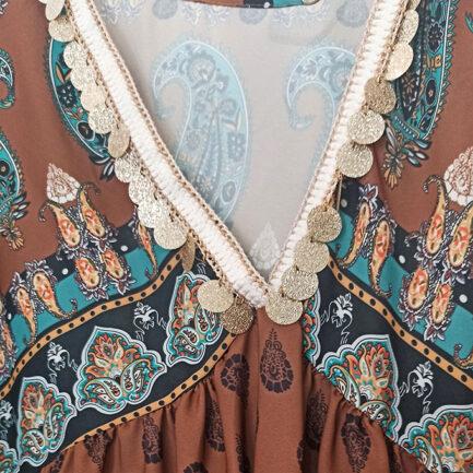blusa estilo boho chic mujer con estampado cachemir y fondo camel manga larga y escote pico