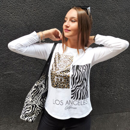 camiseta mujer manga larga cuello caja estampado animal fondo blanco