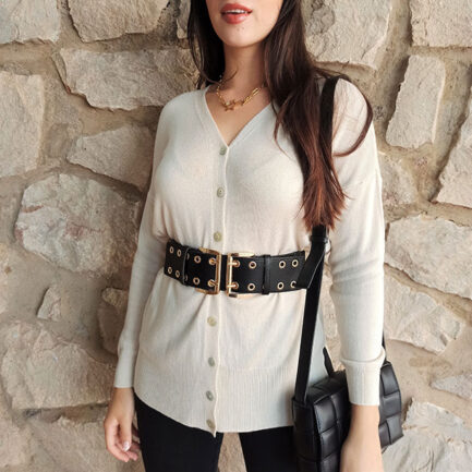 cárdigan punto tres cuartos mujer en color beige abotonado y suave