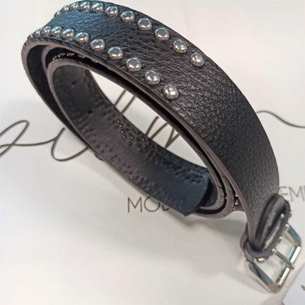 cinturón negro mujer con apliques de tachuelas en color plata mide 3 centímetros de ancho y 110 de largo