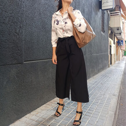 pantalón culotte vestir negro fluido con goma en la cintura y cinturón al tono