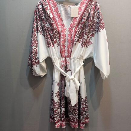 vestido corto estampado cachemir burdeos media manga abullonada cuello pico y cinturón del mismo tejido