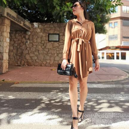 vestido camisero camel con la falda vuelo y corte a la cintura manga larga