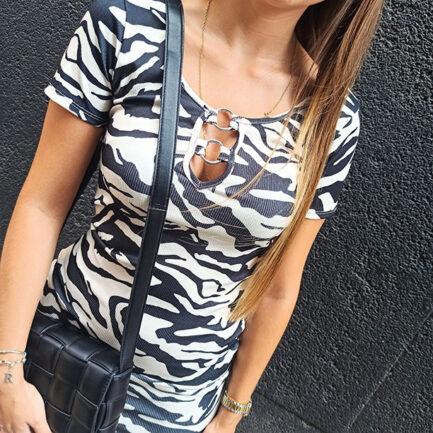 vestido corto estampado cebra manga corta escotado ajustado tejido canalé en color negro