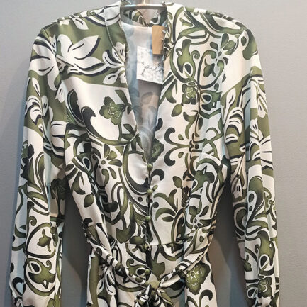 vestido corto estampado damasco en color kaki manga larga cuello mao