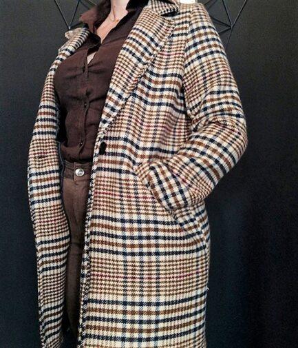 abrigo cuadros escoceses mujer tres cuartos con cuello solapa bolsillos delanteros y cierre delantero con un botón