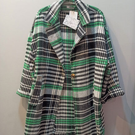 abrigo cuadros verde de pañete con ajuste regular y cierre con un botón