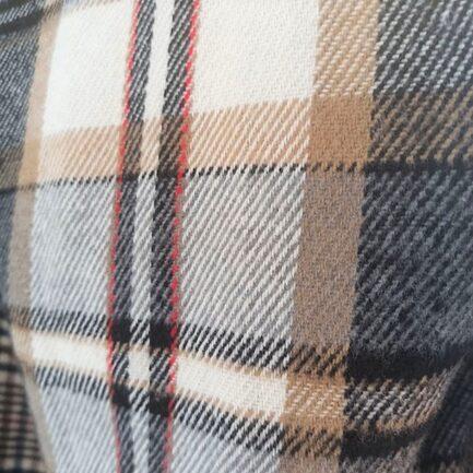 sobrecamisa cropped cuadros camel de pañete calentita manga larga cuello solapa y bolsillos delanteros plastron con solapa y cierre delantero con botones